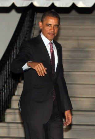 Obama surveys Korean DMZ close up
