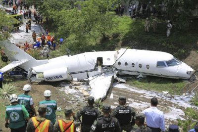 6 Americans survive jet crash in Honduras