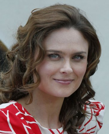 'Bones' star seeks ape sanctuary support