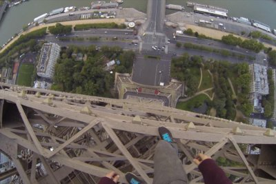 British daredevil climbs Eiffel Tower, gets arrested