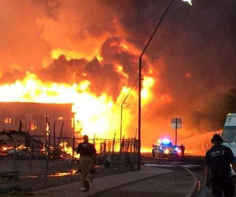More than 100 Arizona firefighters battle apartment blaze