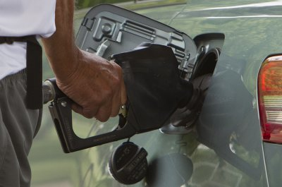U.S. gas prices moving lower, but could still be volatile
