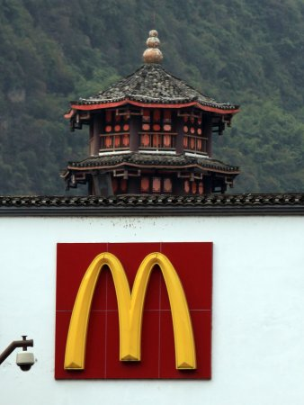 Man buys, donates $500 in McD's gift cards
