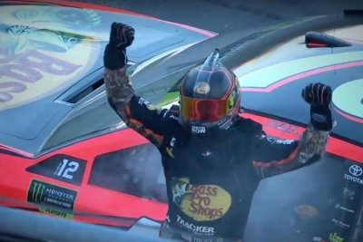 Hollywood Casino 400: Martin Truex Jr. roars to win