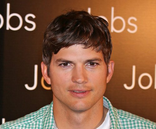 Ashton Kutcher surprises mom with home remodel
