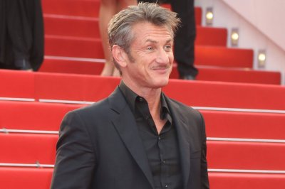 Sean Penn and Minka Kelly spotted on dinner date