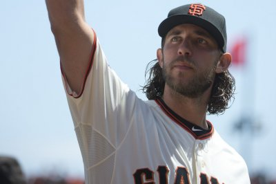 Madison Bumgarner dominates on mound, with bat against Washington Nationals