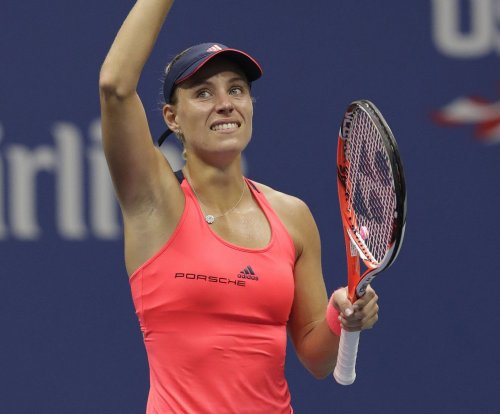 No. 1 Angelique Kerber overwhelms Angieszka Radwanksa at WTA Finals