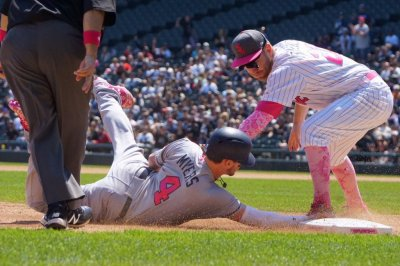 Big eighth inning helps Chicago White Sox pound San Diego Padres