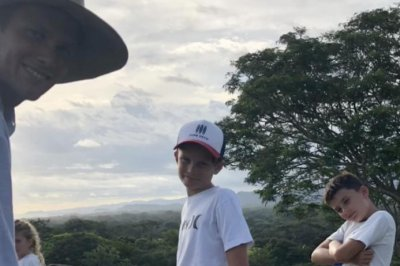 Tom Brady spends offseason riding horses in Costa Rica