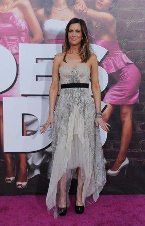 'Bridesmaids' stars to be Oscar presenters