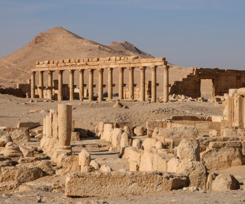 Rights group: Syrian forces push back Islamic State from Syrian archeological site