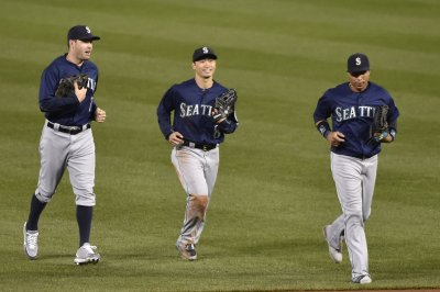 Seattle Mariners rally to complete sweep of Cincinnati Reds