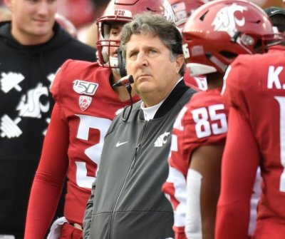 Washington State extends head football coach Mike Leach through 2024