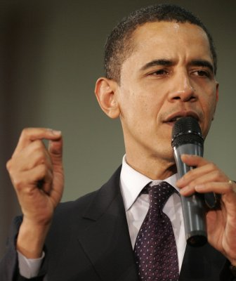 Poll favors Obama in New Hampshire