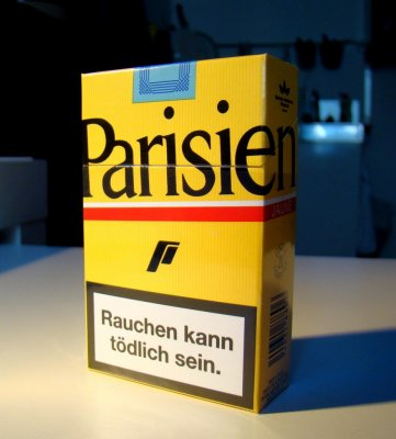 France considers plain cigarette packaging