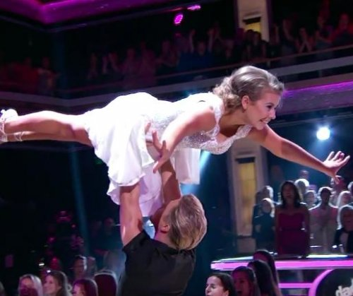Bindi Irwin performs 'Dirty Dancing' routine on 'Dancing with the Stars'