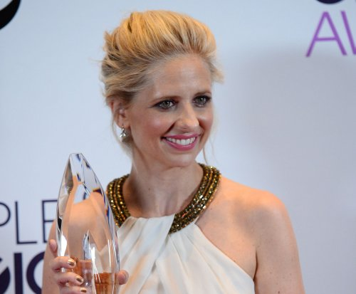 Sarah Michelle Gellar signs on to 'Cruel Intentions' remake