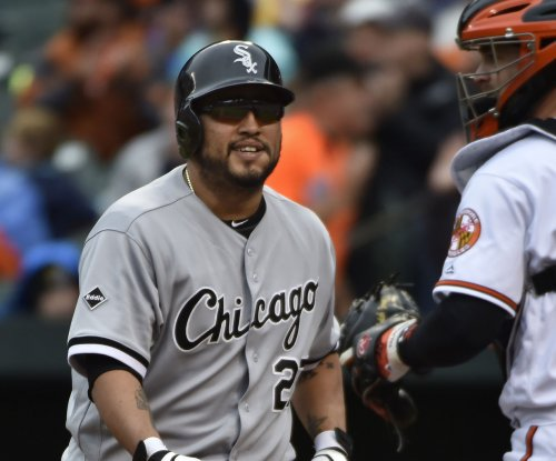 Toronto Blue Jays acquire C Dioner Navarro from Chicago White Sox
