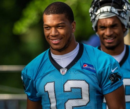 Carolina Panthers complete class, sign first-round pick D.J. Moore