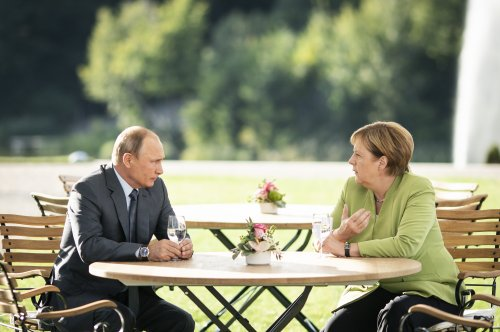 Putin, Merkel meet for talks on pipeline, other hot topics