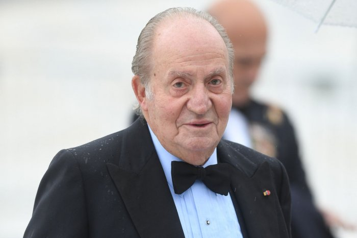 On This Day: Spanish King Juan Carlos abdicates throne