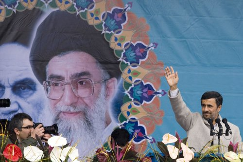 Ahmadinejad reaches out to supreme leader