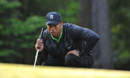 Van Pelt leads, Woods fades in Charlotte