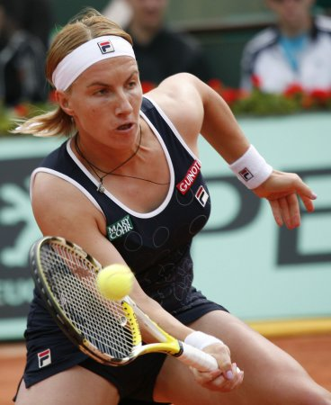 Kuznetsova, Safina advance at French Open