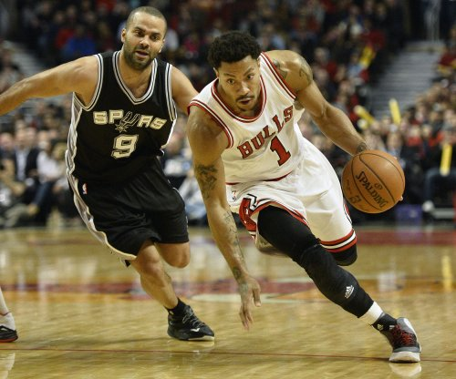 Derrick Rose, balanced Chicago Bulls crush San Antonio Spurs