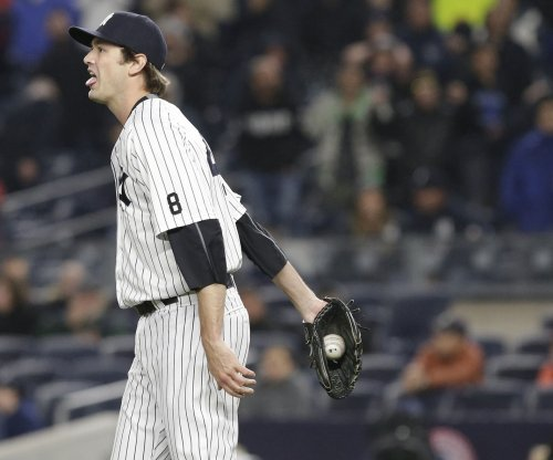 Cleveland Indians acquire All-Star reliever Andrew Miller from New York Yankees