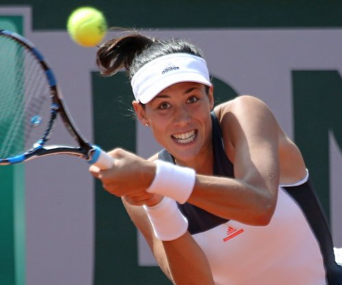 2017 French Open: Defending champion Garbine Muguruza powers to fourth round