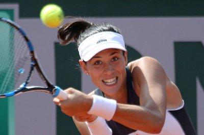 2017 French Open: Defending champion Garbine Muguruza powers to fourth round