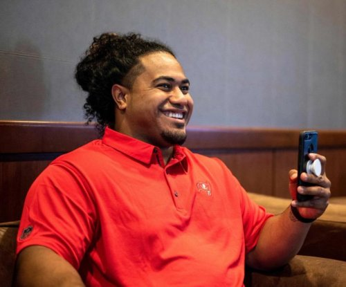 Tampa Bay Buccaneers sign first-round pick Vita Vea