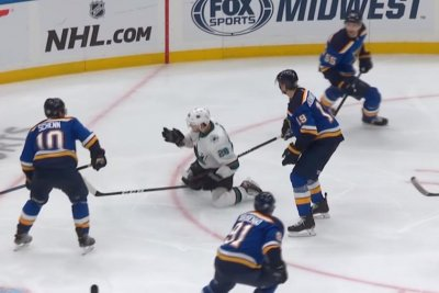 San Jose Sharks edge St. Louis Blues in Game 3 after controversial no-call