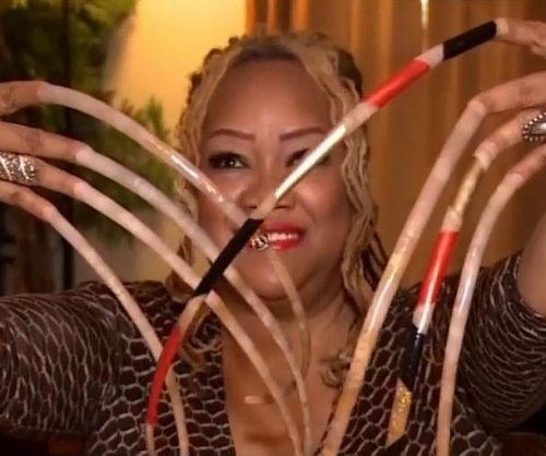 Texas woman attempts to grow world's longest nails