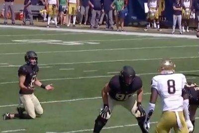 Wake Forest lines up for field goal without kicker vs. Notre Dame