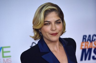 Selma Blair struggles with insomnia amid MS battle: 'Afraid and want to cry'