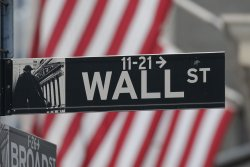 Chinese telecoms ask NYSE to review delisting decision