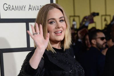 Adele pays tribute to Amy Winehouse on the late singer's birthday