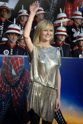 Kirsten Dunst checks into rehab