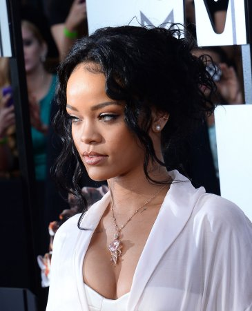 Rihanna curses out CBS on Twitter for pulling her from Thursday Night Football