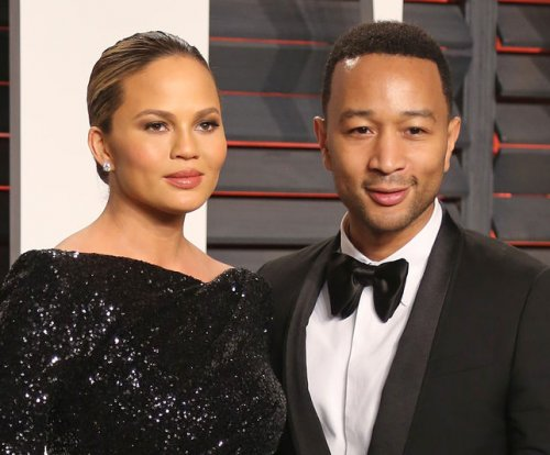 Chrissy Teigen defends Kristin Cavallari from mom shamers
