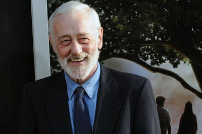 Stars mourn John Mahoney: 'Great actor - lovely kind human'