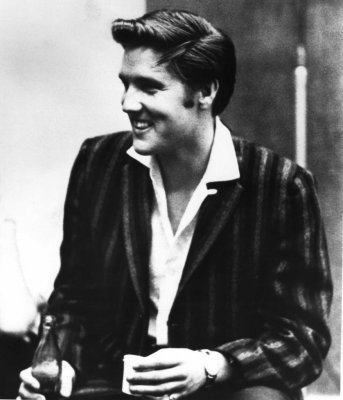 Sony invites fans to duet with Elvis