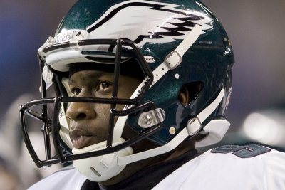 Vince Young wants back in NFL, hires agent