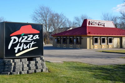 300 U.S. Pizza Hut restaurants will close after franchisee bankruptcy
