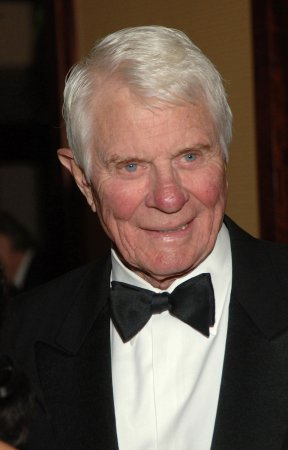 Actor Peter Graves dies at 83