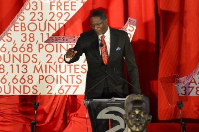 Dominique Wilkins heads college Hall of Fame class