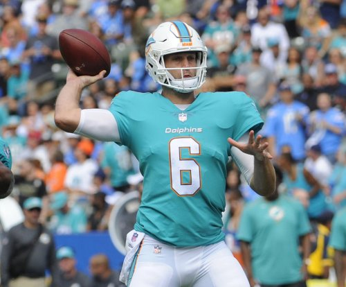 Miami Dolphins QB Jay Cutler leaves game with possible concussion
